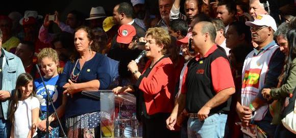 Dilma anuncia reajuste de 9% do Bolsa Família e correção de 5% do Imposto de Renda para 2017