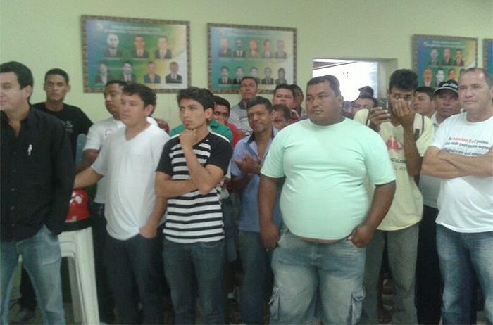 Populares pediam o afastamento de Everaldo Gomes (Foto: Fernando Oliveira)