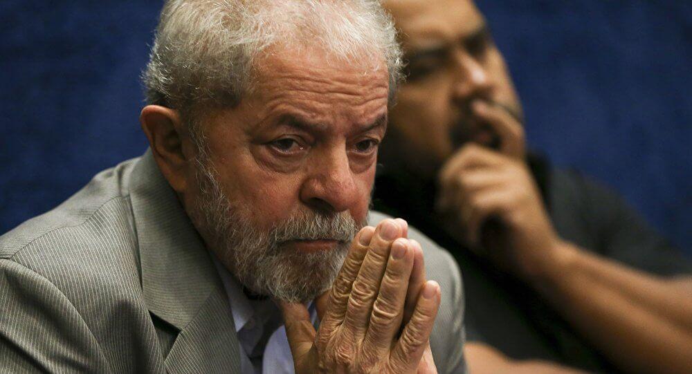 Resultado de imagem para Juiz do DF determina apreensão do passaporte e proíbe Lula de deixar o paí