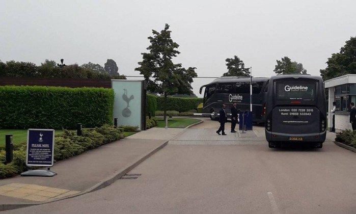 ba48b45db7 Seleção brasileira já está no Centro de Treinamento do Tottenham em Londres