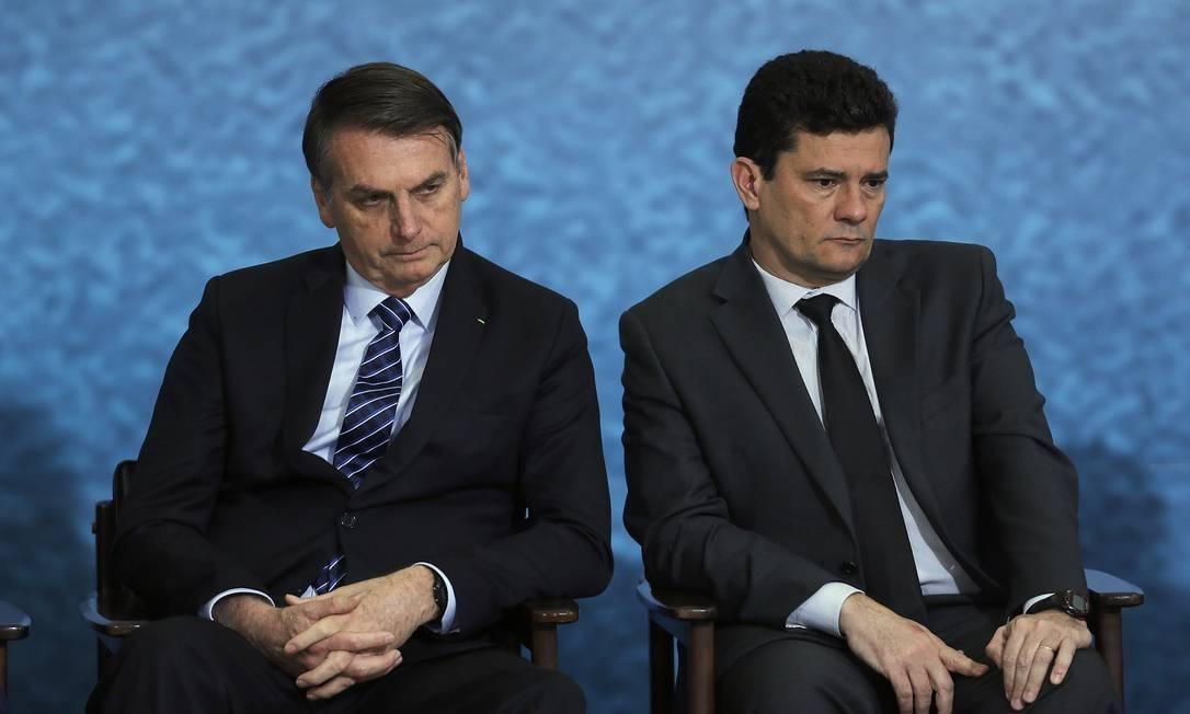 O Moro caiu e ficou maior; Bolsonaro está em pé e menor ...